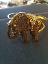 Beautiful Vintage Gold Tone Elephant Cuff Bracelet With Sparkly Rhinestones! in Bellaire, Texas