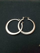 "GUESS Silver Toned 1"" Hoop Earrings in Pre-Owned Condition. in Bellaire, Texas"