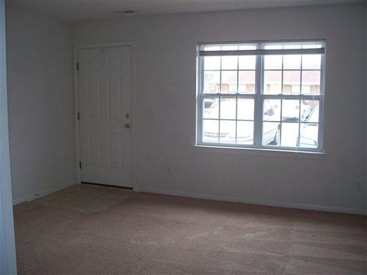1 Bedroom - Pet Friendly! in REmilitary