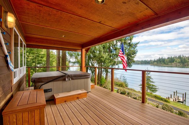 TOP-QUALITY WATERFRONT HOME: A Great Setting in REmilitary