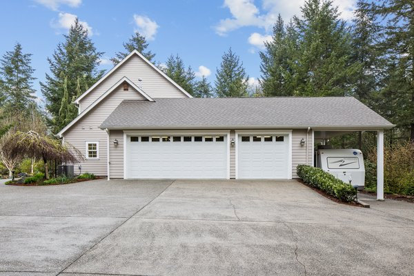 GIG HARBOR WA: Superb Home on 5.38 Acres in REmilitary
