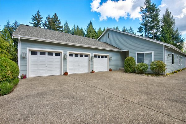 Gig Harbor WA: 1-Level in Canterwood Country Club in REmilitary