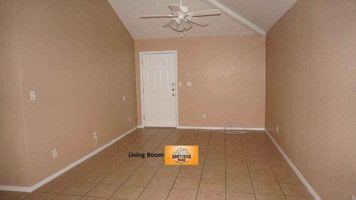 Beautiful & Spacious 3 Bedroom Unit in 5plex!! in REmilitary