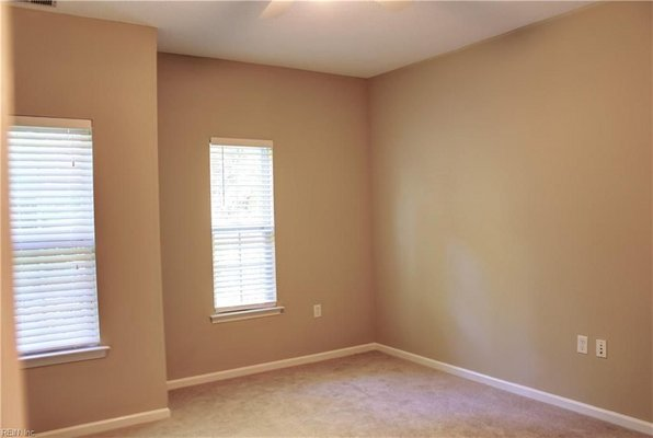 Master Suite Rental - Female Roommate Wanted in REmilitary