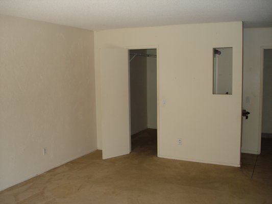Large 2 Bedroom Condo w/ Lots of Amenities in REmilitary