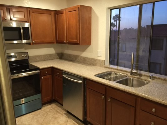 Remodeled Vista Ca. Townhouse in REmilitary