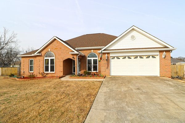 180178- On a cul de sac w/a large fenced backyard! in REmilitary