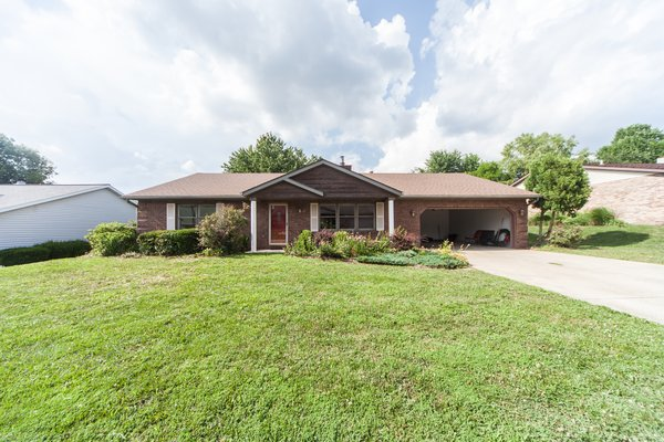 Single Family Ranch Home 6 Miles from Scott AFB in REmilitary