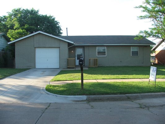 4619 SW H. Ave in REmilitary