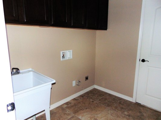 4 Bedroom Home with Refrigerated A/C in REmilitary