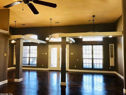 Beautiful Home with Open Floor Plan in REmilitary