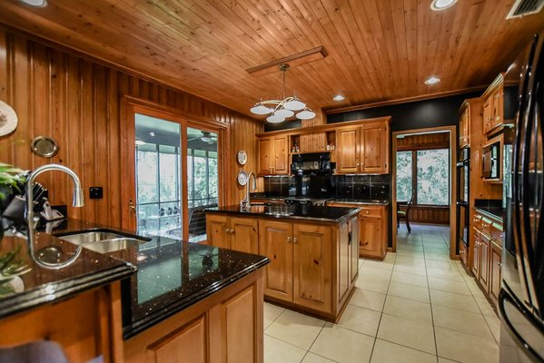 4944 Princess Drive in REmilitary