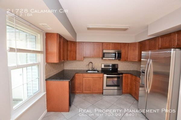 21728 Calamary Cir Sterling, VA 20164 in REmilitary