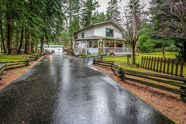 Country Charmer! Beautiful, private acreage! in REmilitary