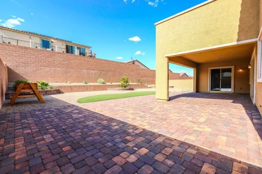 4 bedroom home with Casita & 5 bathrooms!! in REmilitary