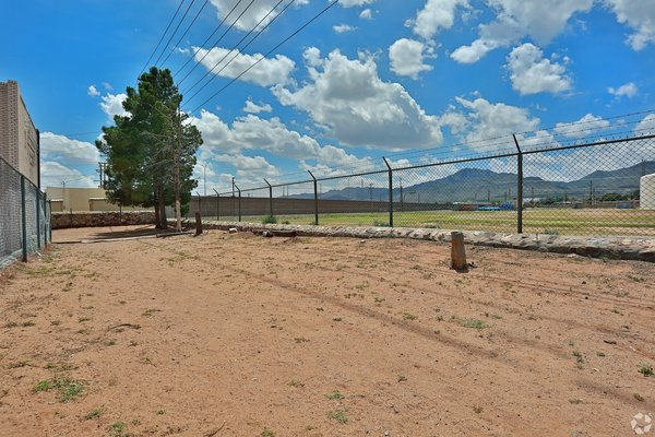 2 Bedroom w/ Refrigerated A/C, Close to Fort Bliss in REmilitary