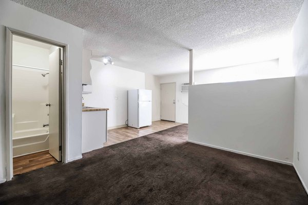 CUTE 1 BEDROOM CONDO. in REmilitary