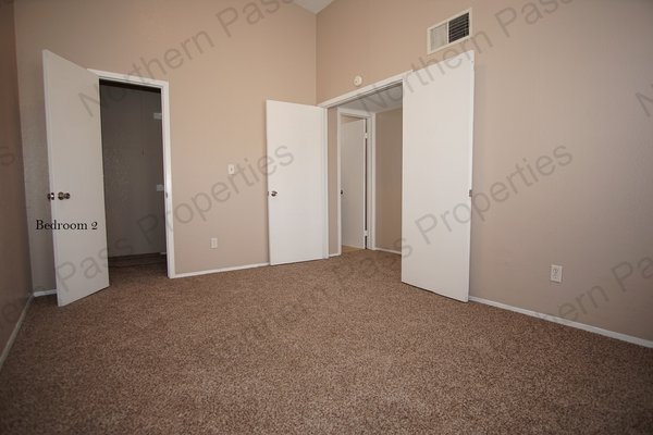 Spacious 2 bedroom w/ refrigerated ac!! in REmilitary